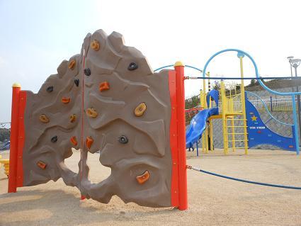 安登公園に子どもの歓声_e0175370_9541747.jpg