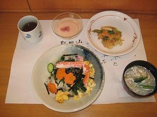 食事作り<アクティブライフ芦屋・グループホーム つつじ>_c0107602_1354836.jpg