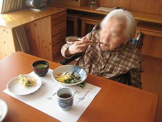 食事作り<アクティブライフ芦屋・グループホーム つつじ>_c0107602_1355374.jpg
