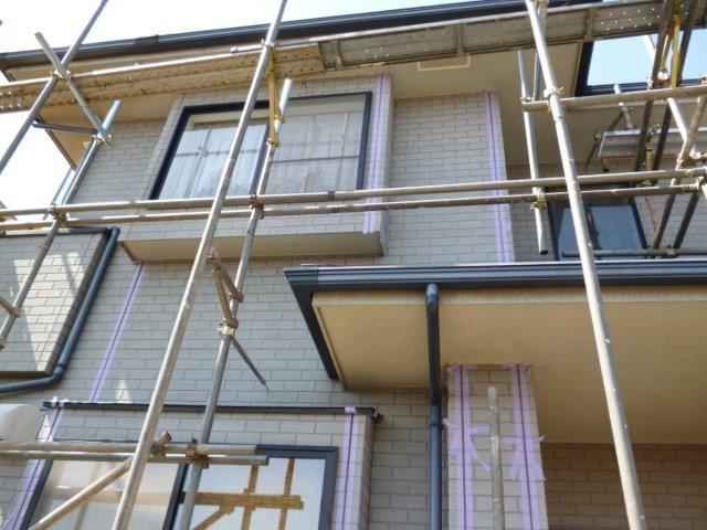外壁・屋根の塗替えを始めています2(神奈川県秦野市)_e0207151_2061592.jpg