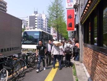 タイ人客がやってきた!(ツアーバス路駐台数調査 2013年4月) _b0235153_1241562.jpg