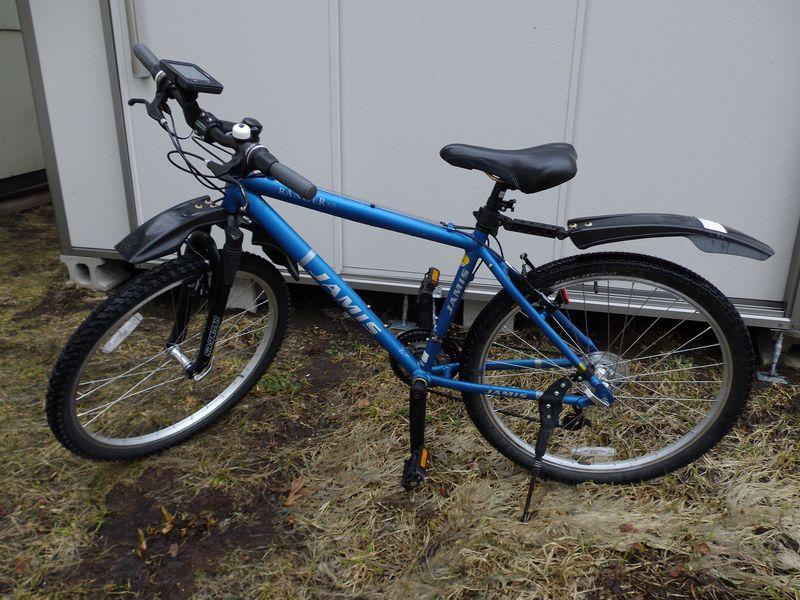 ドックから戻ってきた自転車と昔のラボと池_c0025115_19441091.jpg