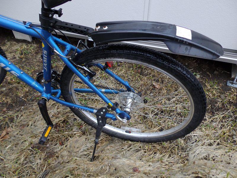 ドックから戻ってきた自転車と昔のラボと池_c0025115_194482.jpg