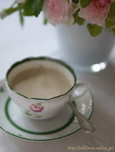 ラベンダーの香りの余韻が続くケーキ_a0169924_2118418.jpg