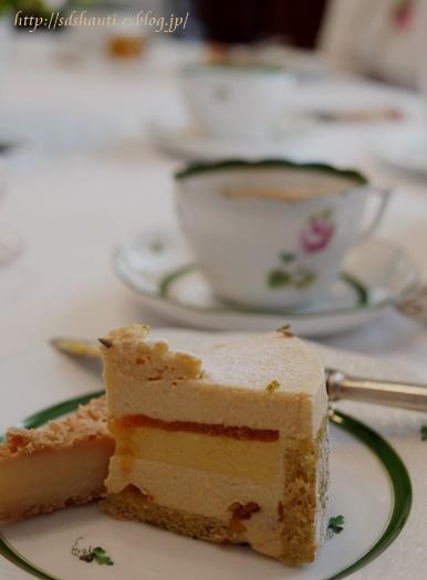ラベンダーの香りの余韻が続くケーキ_a0169924_217364.jpg