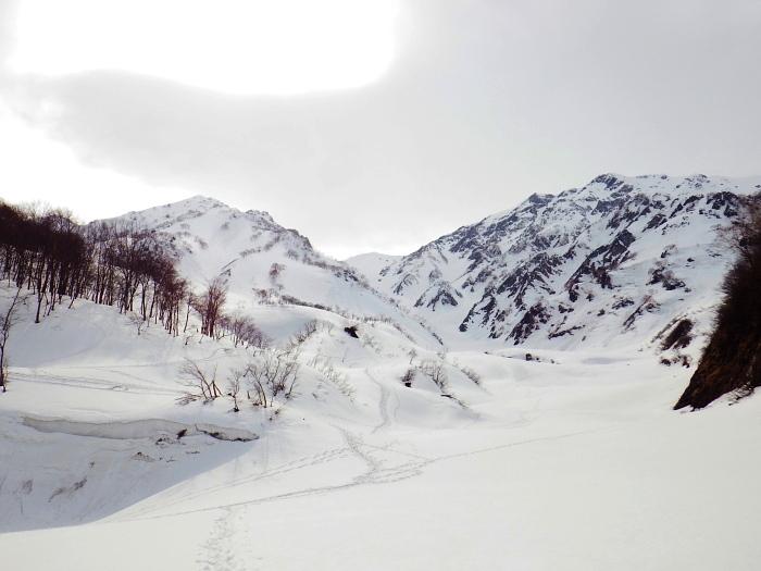 デブリとストップ雪の金山沢_e0292469_17463418.jpg