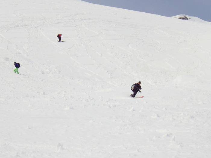 デブリとストップ雪の金山沢_e0292469_17472629.jpg