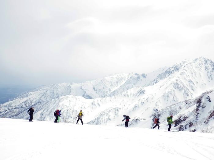 デブリとストップ雪の金山沢_e0292469_1747342.jpg