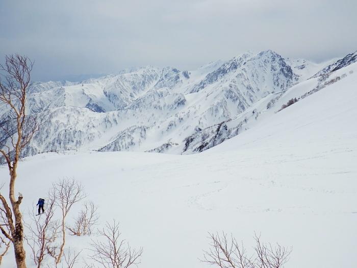 デブリとストップ雪の金山沢_e0292469_17474395.jpg