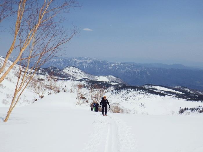 デブリとストップ雪の金山沢_e0292469_17475313.jpg