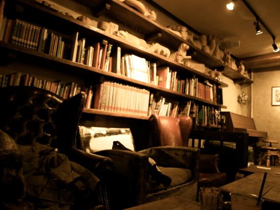 古い工房を改装した小粋なカフェ_a0207108_1843561.jpg