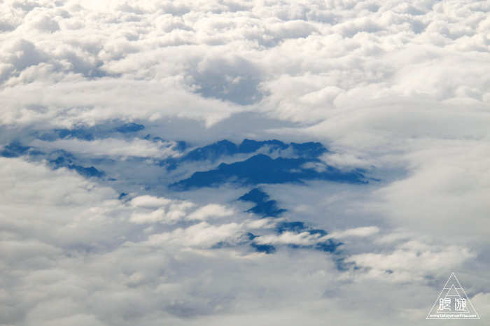 174 空 ~雲の隙間からのぞく山々~_c0211532_1562182.jpg