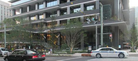 大規模開発が進むビジネス街、本社のそばにも商業ビルが今日オープン_d0183174_19135439.jpg