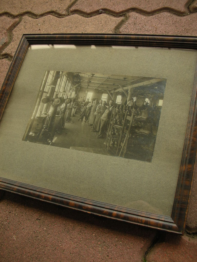 1920\'S ENDICOTT JOHNSON SHOE FACTORY WORKERS FLAMED PICTURE _c0187684_1445651.jpg
