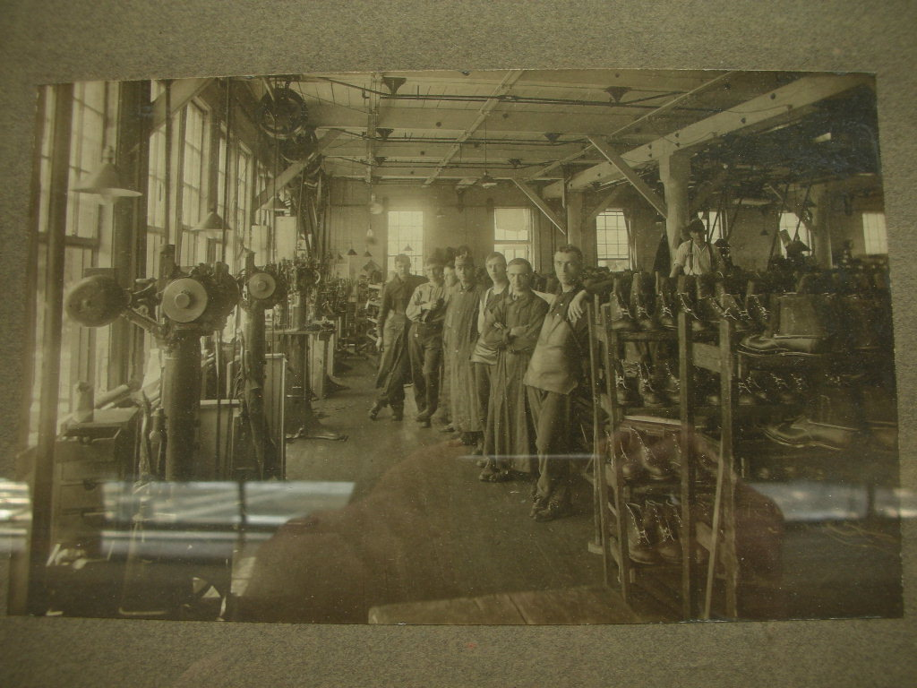 1920\'S ENDICOTT JOHNSON SHOE FACTORY WORKERS FLAMED PICTURE _c0187684_1451248.jpg