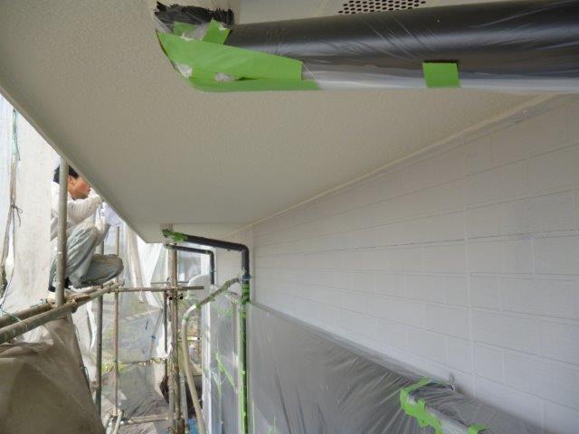 外壁・屋根の塗替えを始めています3(神奈川県秦野市)_e0207151_15581362.jpg