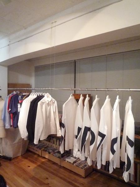 Yuya TakateのシャツとANDANTEANDANTEのブラウス_f0180307_1573842.jpg