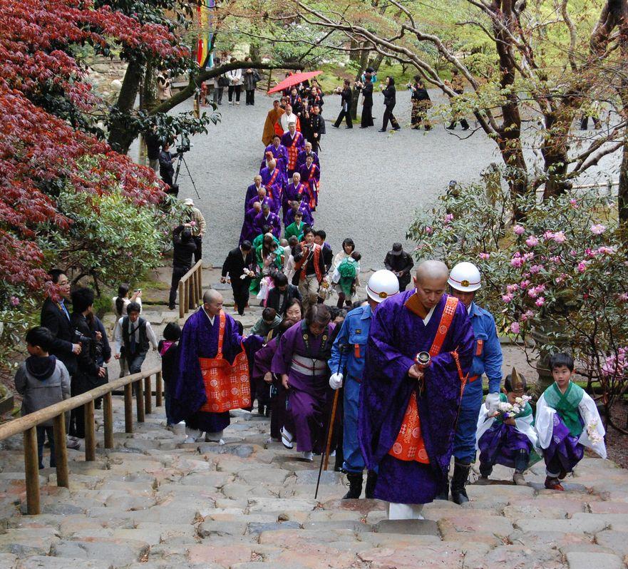 4月21日の室生寺は正御影供_a0237937_17531127.jpg