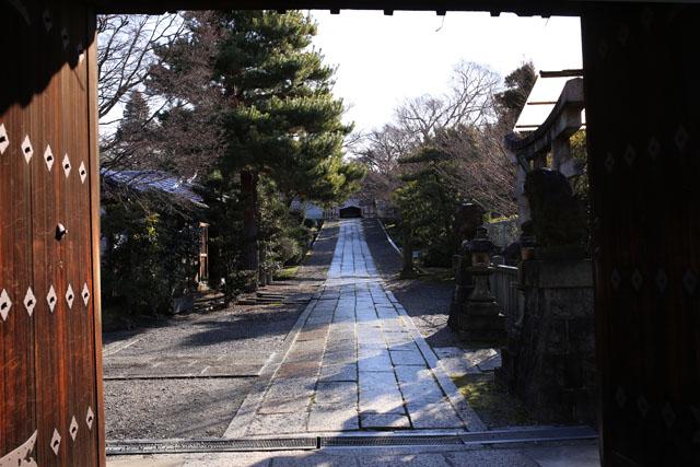 雪上がりの石畳_e0126186_1955115.jpg