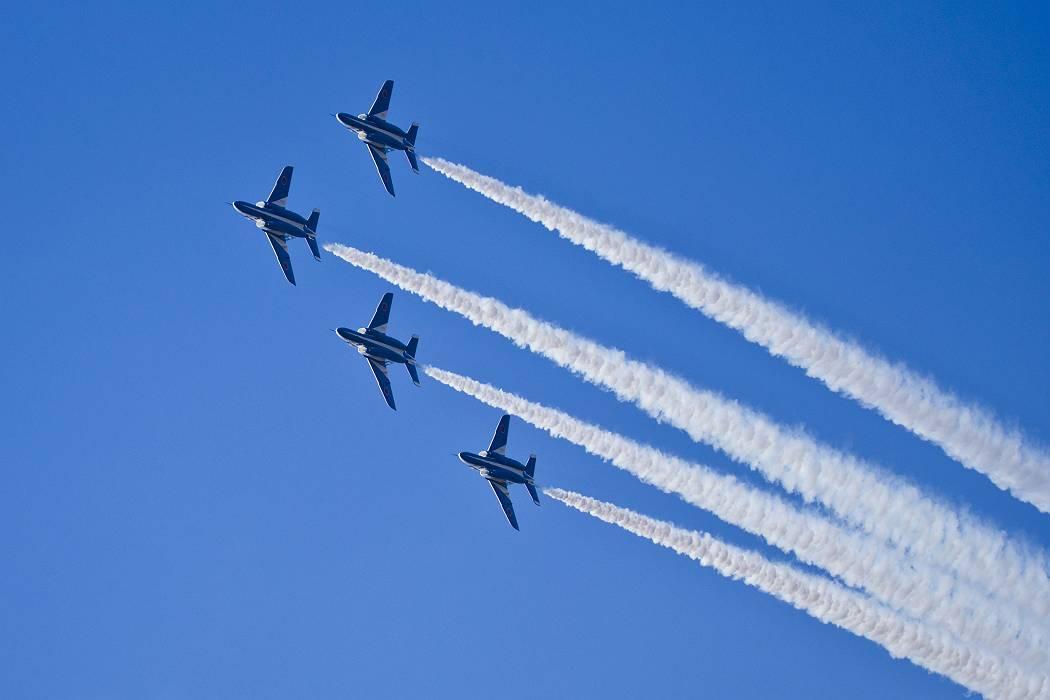 ブルーインパルス、訓練飛行その1_c0077395_151250100.jpg