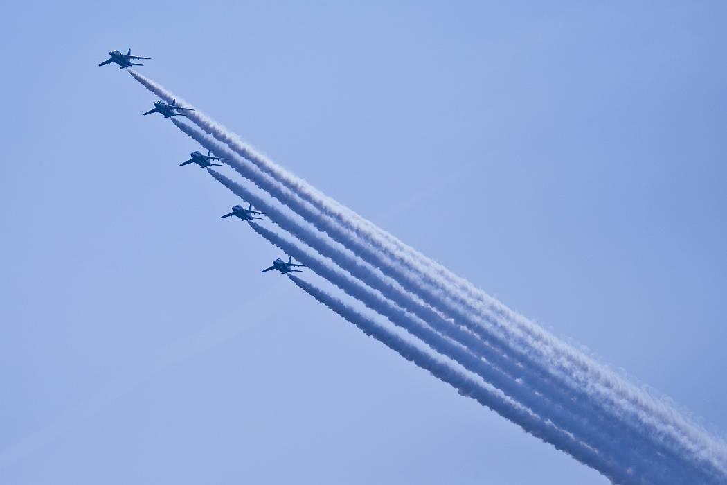 ブルーインパルス、訓練飛行その1_c0077395_15144393.jpg