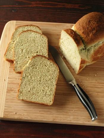 ホウレン草ペーストで、緑の食パン_b0253205_3545952.jpg