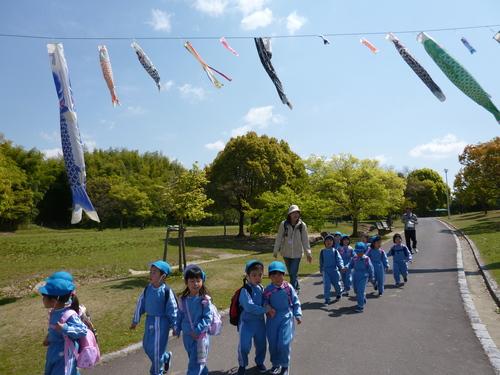 とんぼ池公園へ遠足(年中組)_b0277979_1818342.jpg