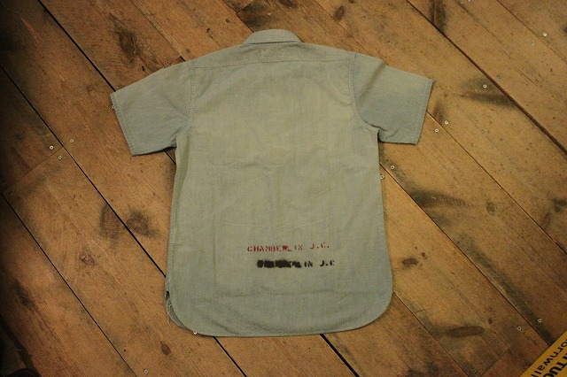まるで長年使い込まれたようなシャンブレーシャツ。_d0121303_17192187.jpg