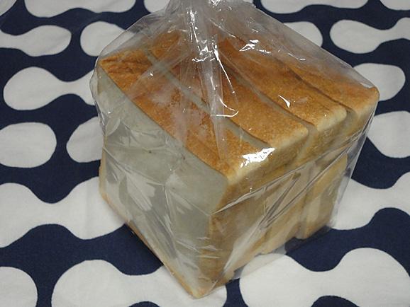 新橋ベーカリーの食パン_e0230011_1791445.jpg