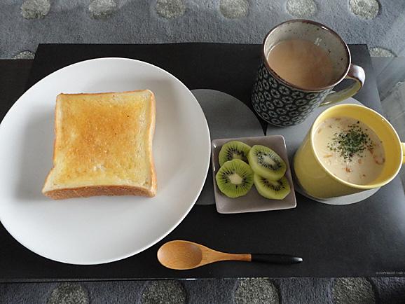 新橋ベーカリーの食パン_e0230011_1792160.jpg