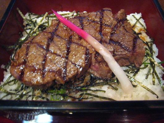 美味しいステーキ重 毛利志満_c0223630_21343373.jpg