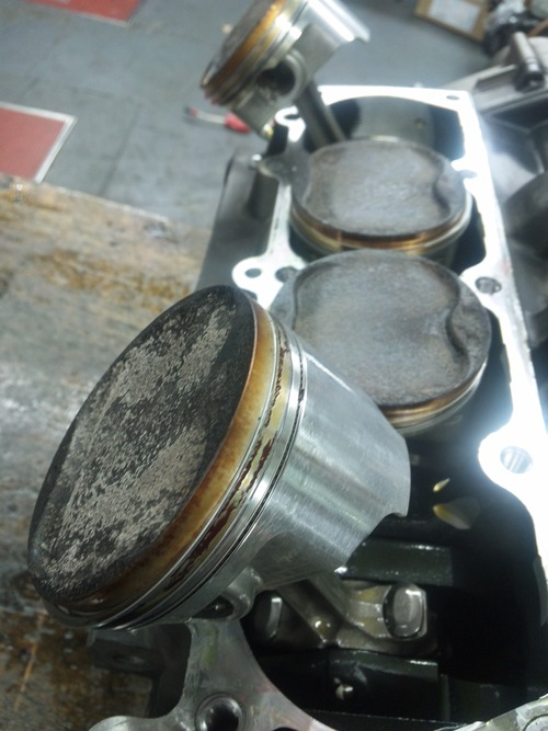エンジンオーバーホール三昧!・・・めざせロングライフ!  ZRX1200Rエンジン・・・その1_a0163159_9442724.jpg