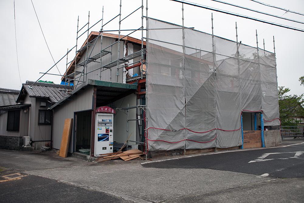 駐車スペース確保と屋根葺き替え他〜その1〜_a0163962_9115847.jpg