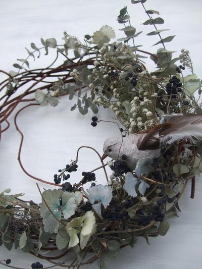 オークリーフ(ユーカリの小枝にとまった小鳥のリース)_f0049672_938311.jpg