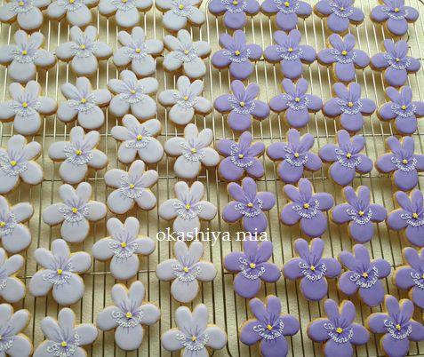 菫埜さんのスミレのクッキー。_a0274443_16331760.jpg
