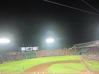 夜に野球を見にホットモットーに_a0298652_11243379.jpg