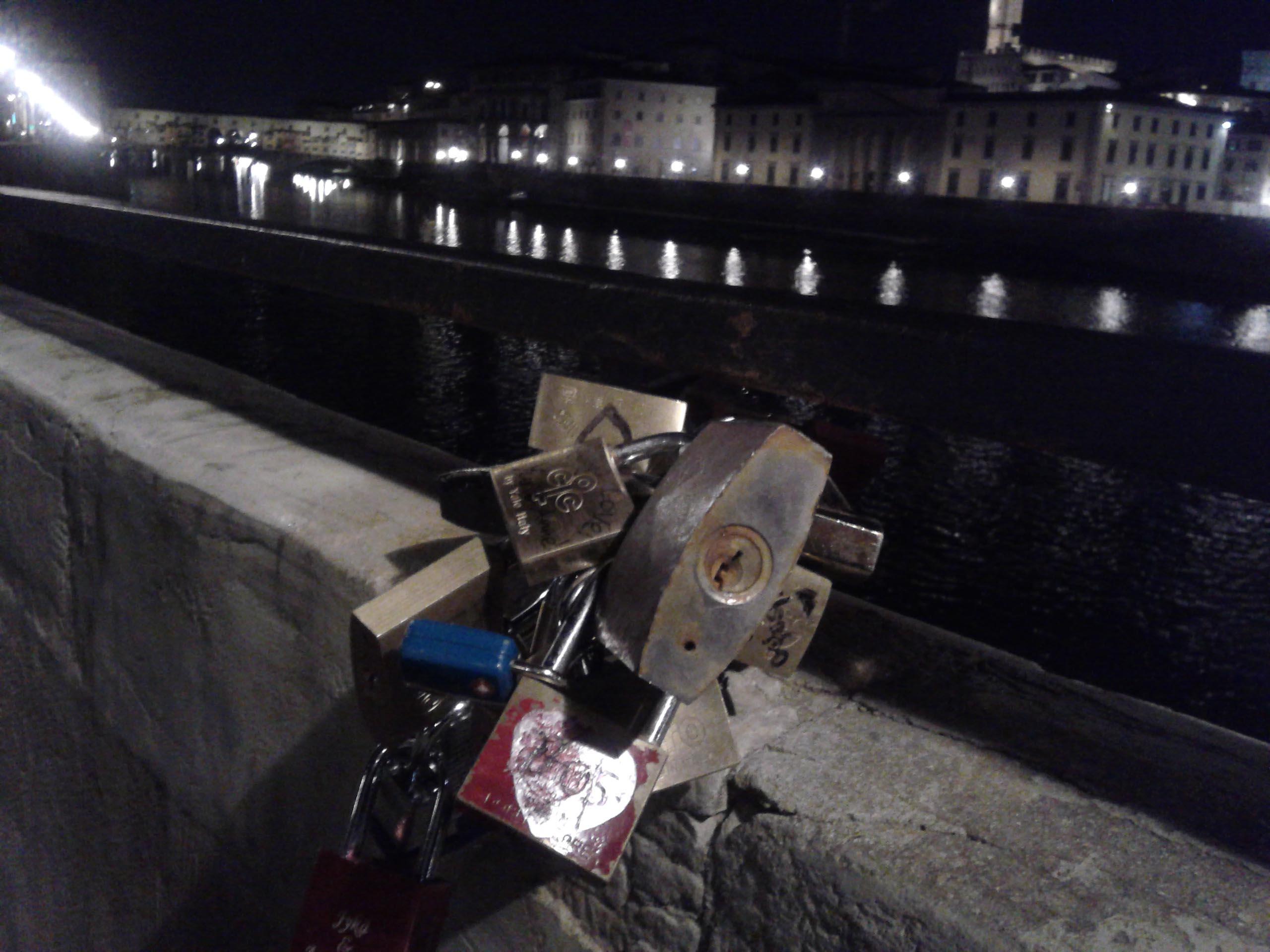 フィレンツェの愛の南京錠を探してみよう!!_c0179785_655149.jpg
