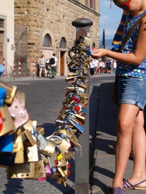 フィレンツェの愛の南京錠を探してみよう!!_c0179785_655306.jpg