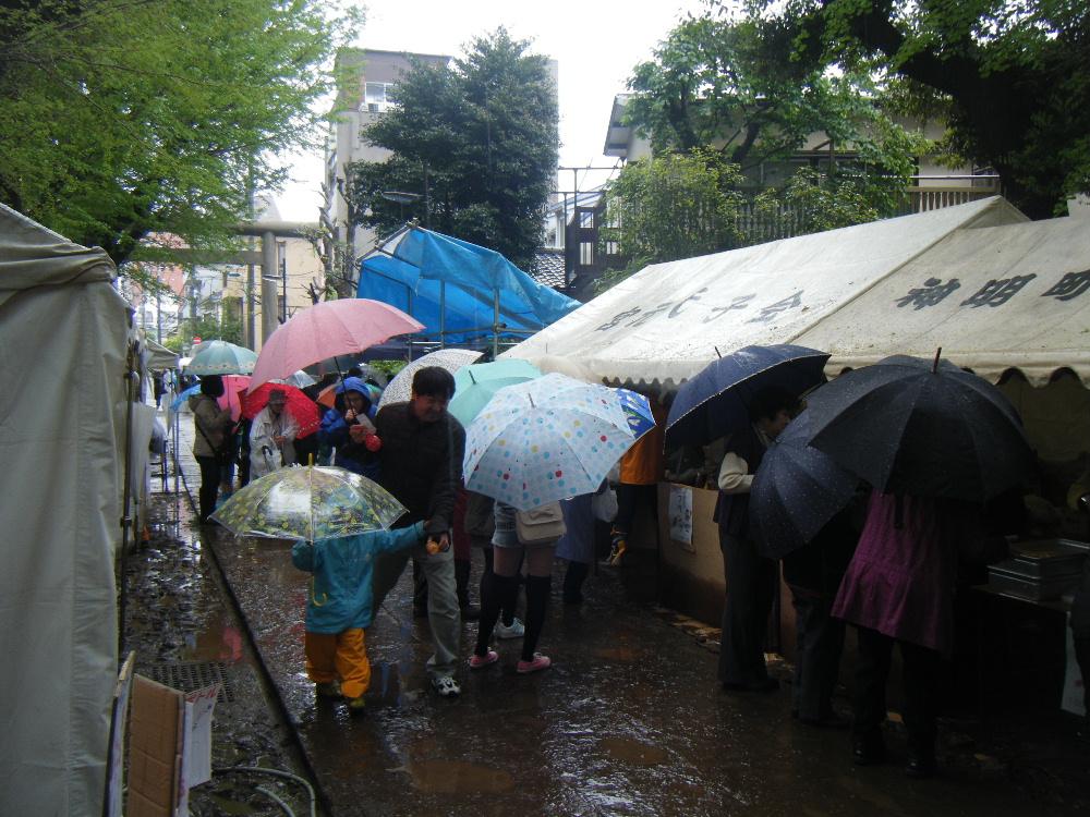 4月21日(日) 4回の着替え。「宮元まつり」初の雨天開催…_e0093518_1749564.jpg
