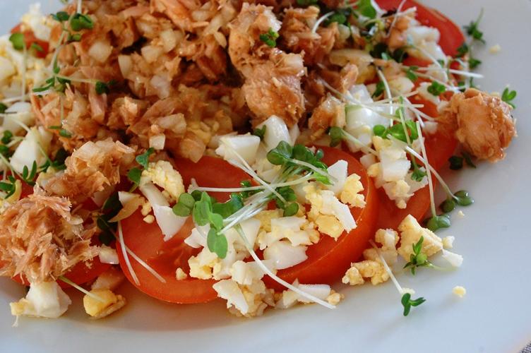 トマトと卵のカラフル元気サラダ~新玉ツナドレッシング~_d0104926_5202853.jpg