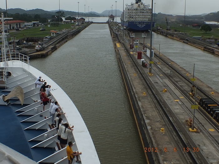 パナマ運河通峡-5 フォトスケッチ  Crossing the Panama Canal-5 Photo Sketches_e0140365_2311464.jpg