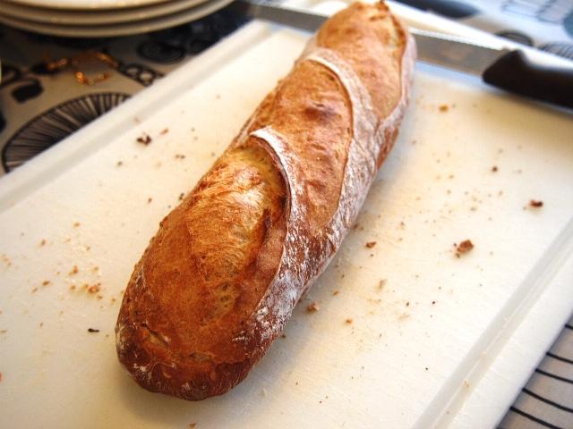 コンスタントにフランスパン_e0167593_0405311.jpg