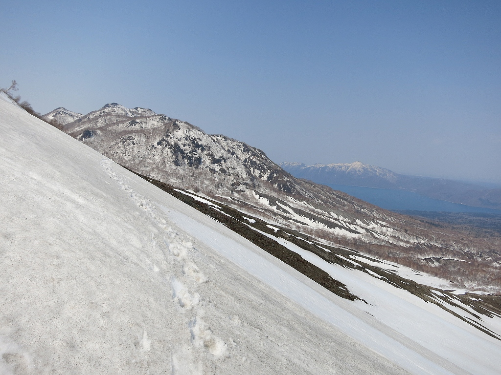 4月23日、風不死岳と樽前山-風不死岳からゲート編-_f0138096_20373077.jpg