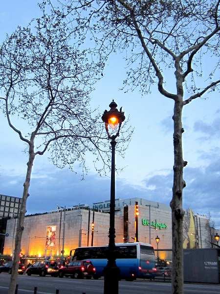 バルセロナの街頭_b0064411_5562758.jpg