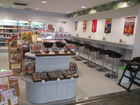 函館山ロープウェイ山麓駅の売店_b0106766_22302088.jpg