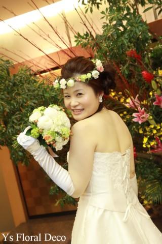 お色直しに白いウェディングドレス 花冠とクラッチブーケ_b0113510_19335584.jpg
