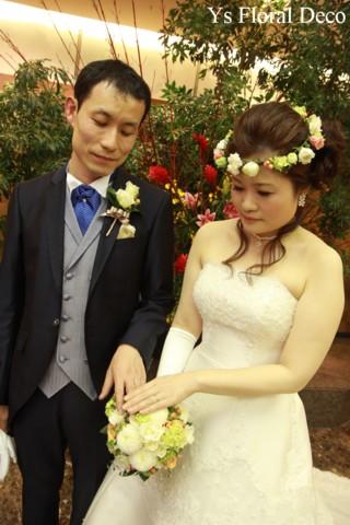 お色直しに白いウェディングドレス 花冠とクラッチブーケ_b0113510_19335919.jpg