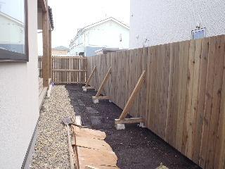 アトリエのある家 外構工事が進行中。_f0105112_7294076.jpg