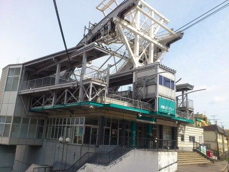 函館山ロープウェイ山麓駅_b0106766_16332643.jpg