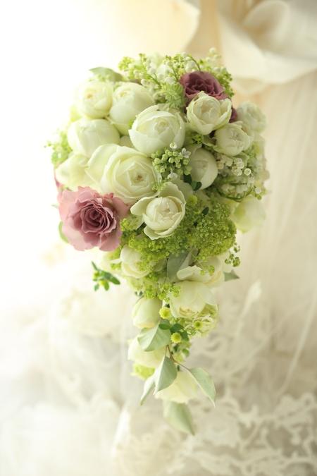 セミキャスケードブーケ 心に沿う花を エメ・ヴィベール様へ_a0042928_19332351.jpg